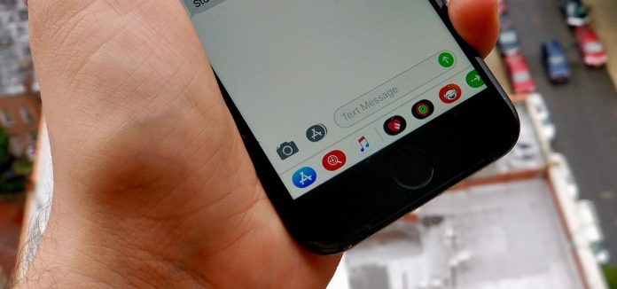 روش حذف کشوی اپلیکیشن های iOS 11 از بخش پیامهای Messages آیفون raveshtech.ir