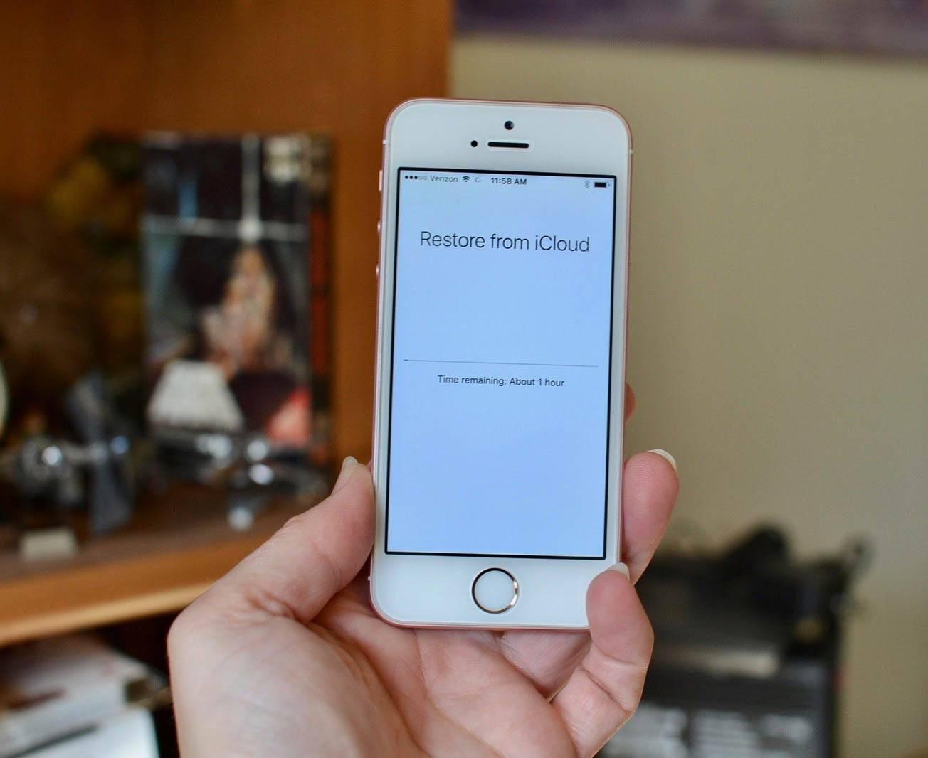 تصویر ریستور کردن آیفون با استفاده از بکاپ iCloud