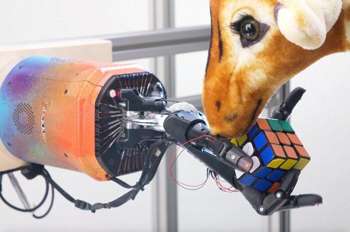 حل مکعب روبیک با دست رباتیک
