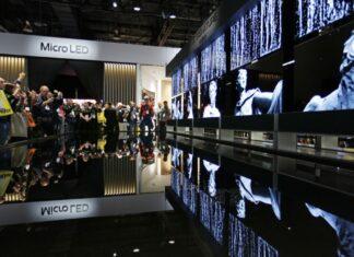 تلویزیون LG Signature OLED R در نمایشگاه CES 2020