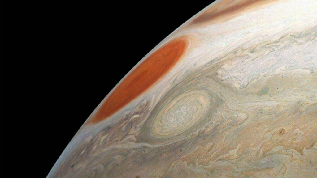 NASA's Juno Spacecraft Captures Amazing Photo of Jupiter's White Oval Storm