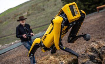 آزمایش ربات اسپات بوستون داینامیک در فضای باز توسط آدام ساواج