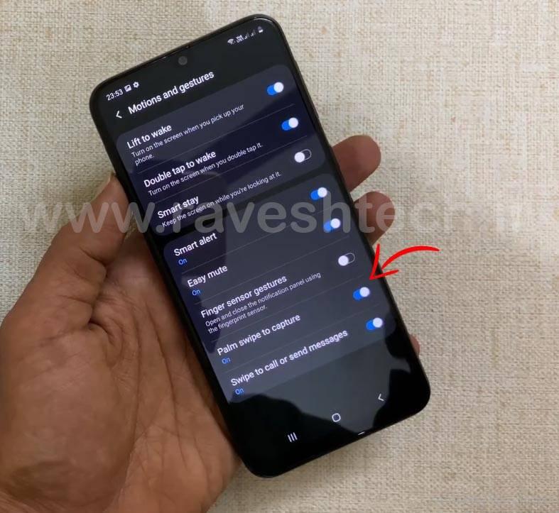 گزینه Palm Swipe to Capture را بتپید تا این ویژگی در M31 فعال شود