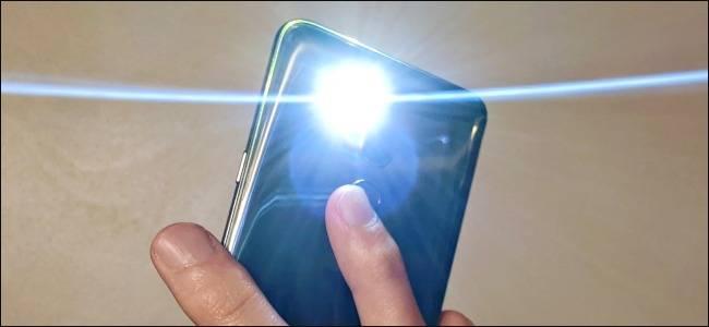 روشن کردن چراغ قوه گوشی اندروید با تپیدن یا ضربه شدن به پشت قاب