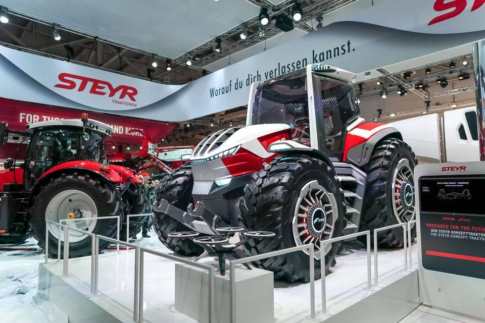 STEYR Konzept Hybrid Tractor Boasts Five Electric Motors and a Matching Drone